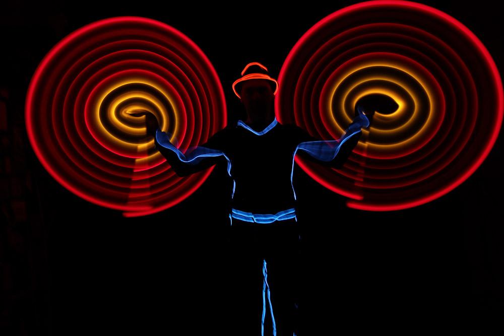 led show licht jonglage und leuchtshow leuchtjonglage. Black Bedroom Furniture Sets. Home Design Ideas