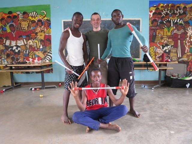Jonglierlehrer in Kenia