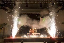Großes Feuerspektakel mit Feuerspucker und Feuerschlucker